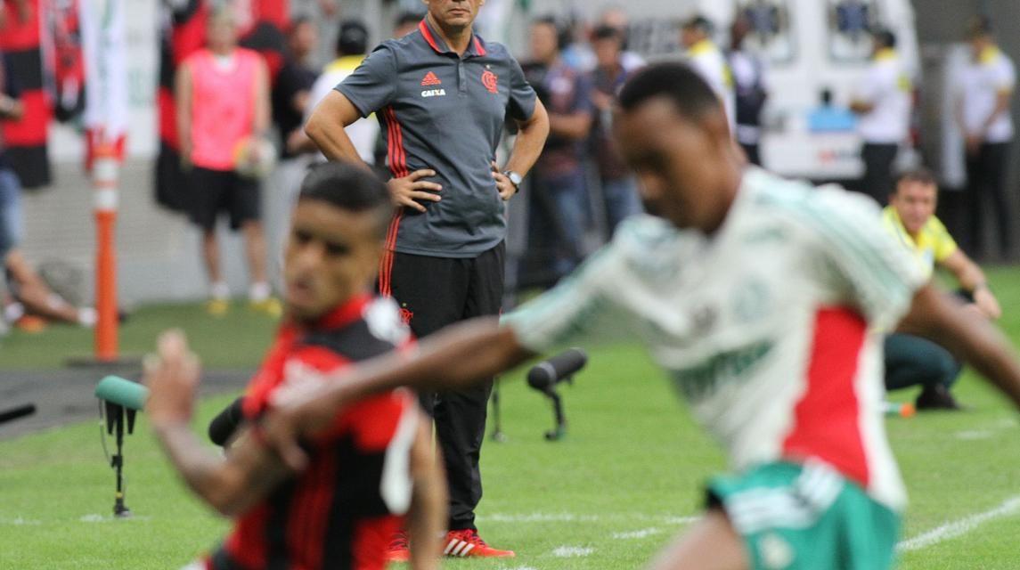 Atuações: Léo Duarte vai mal, César Martins pior e Alan Patrick marca bonito gol
