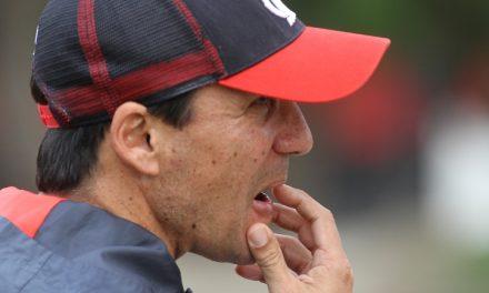 """Zé Ricardo comemora vitória: """"mérito da defesa"""""""