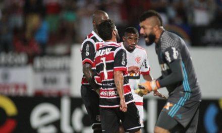 Muralha ganha destaque do treinador mas titularidade não é garantida