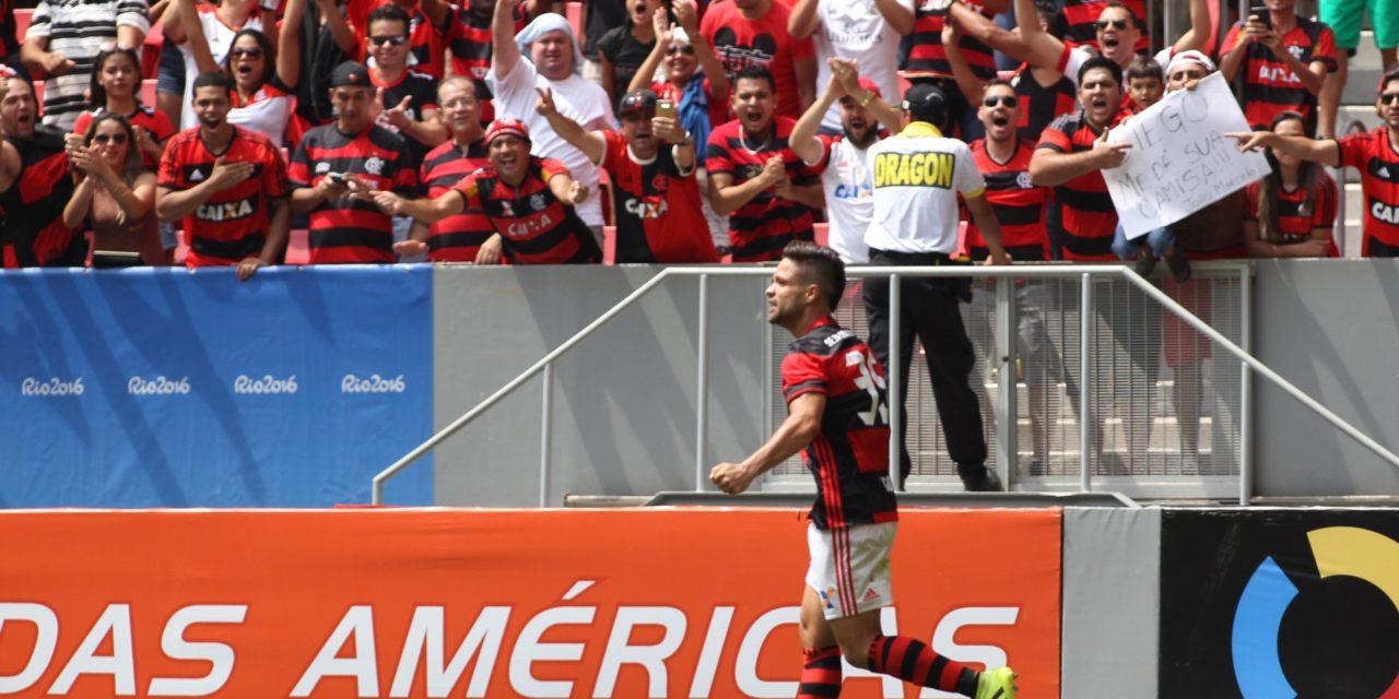 """Diego agradece o apoio da torcida e exalta postura da equipe: """"jogamos como time grande"""""""