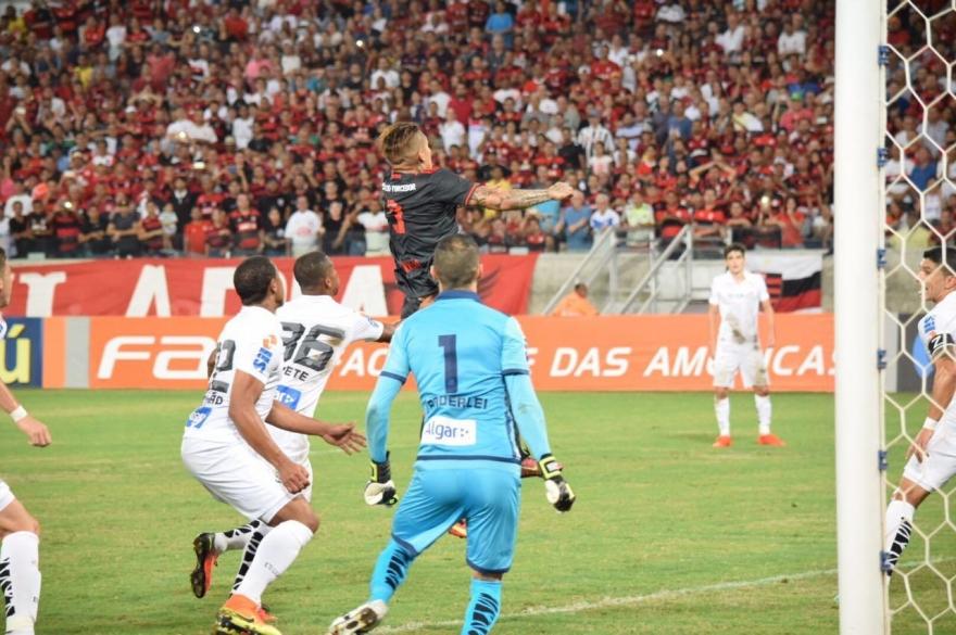Em jogo bastante movimentado, Flamengo e Santos não saem do zero a zero