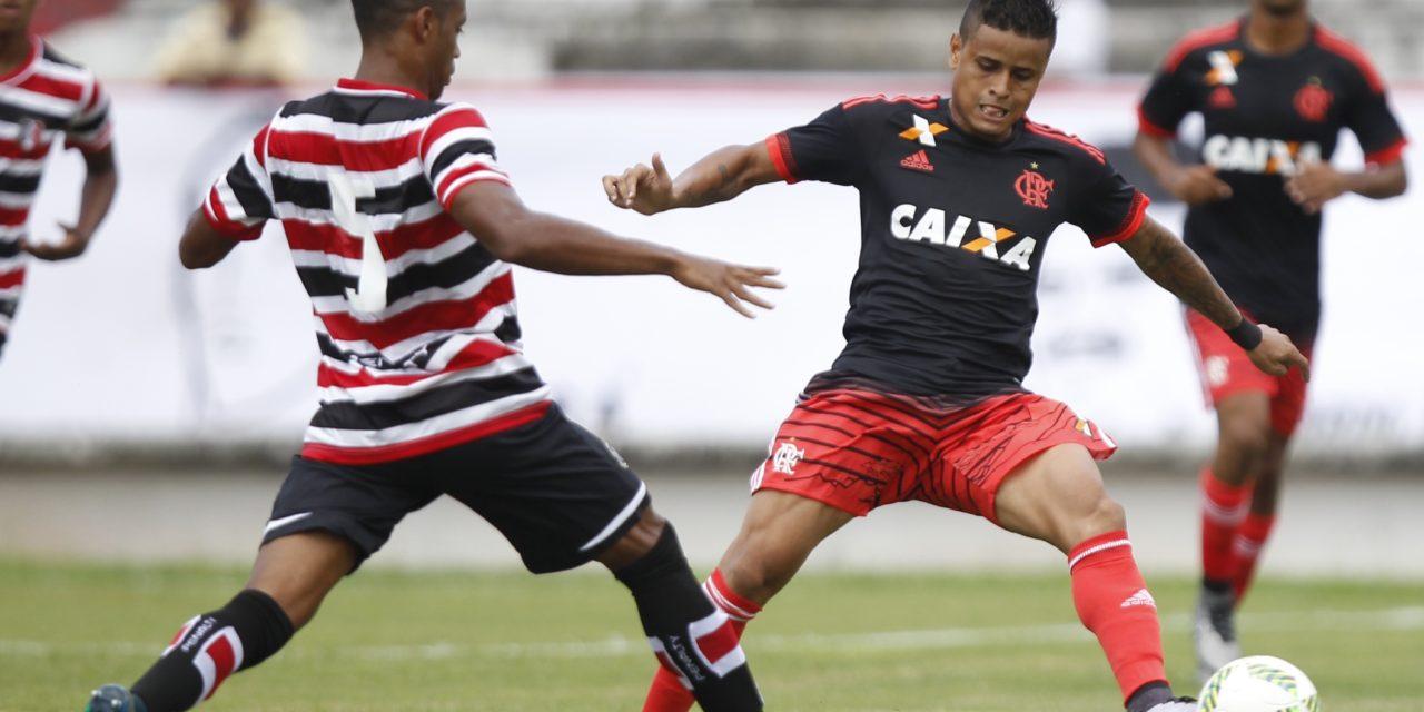 Flamengo enfrenta Santa Cruz em busca de arrancar