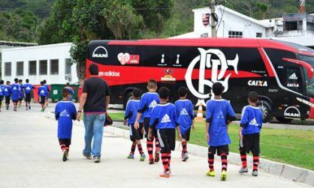 Flamengo realiza peneira com jovens de comunidades pacificadas