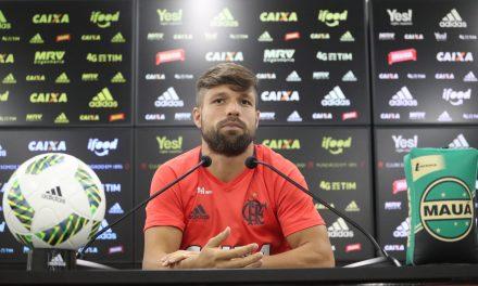 Diego sai em defesa de Márcio Araújo