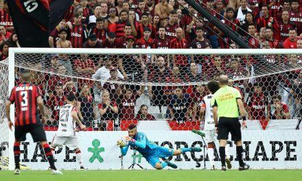 Flamengo e Atlético-PR empatam sem gols na Arena da Baixada
