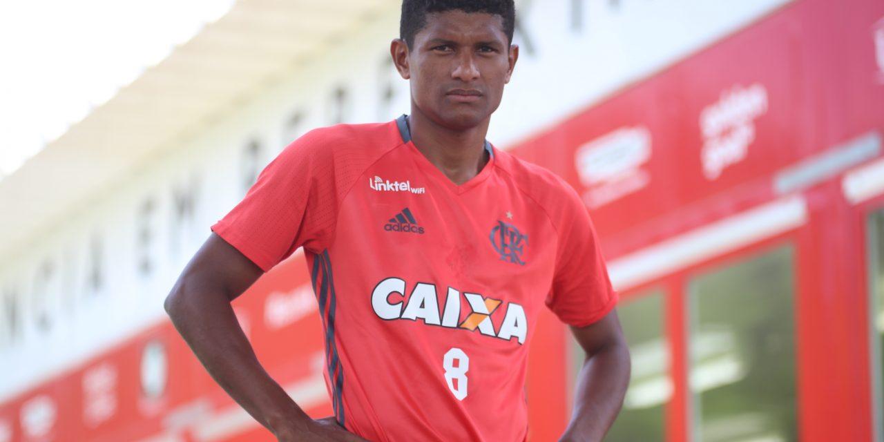 Diego volta a elogiar Márcio Araújo