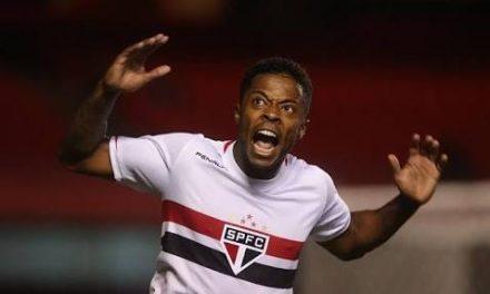 Flamengo nega interesse em Michel Bastos