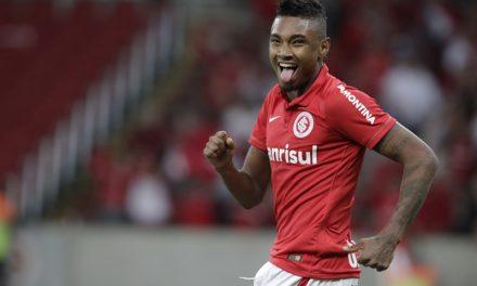 Vitinho declara amor ao Flamengo, mas diz que por enquanto volta à Rússia