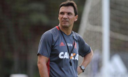 """Zé Ricardo se diz """"muito feliz"""" com renovação de Márcio Araújo"""