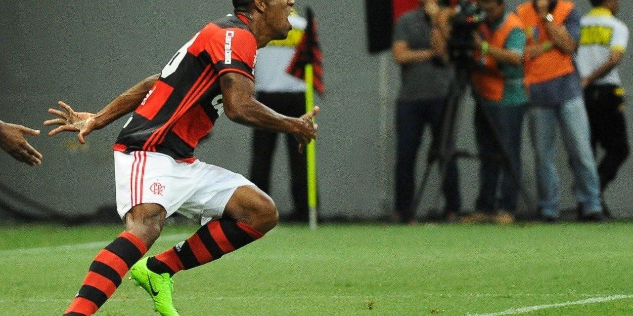 Raio cinco vezes no mesmo lugar: estreia com gol é marca do atual elenco