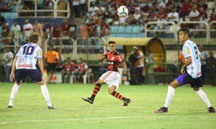 Flamengo confirma renovação com Éverton