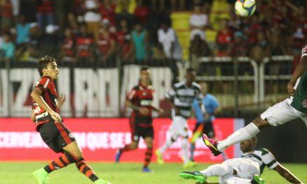 Com gol antológico de Paquetá, Fla atropela Madureira