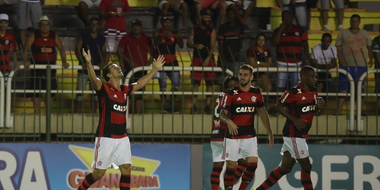 Com hat-trick de Damião, Flamengo passa fácil pela Portuguesa