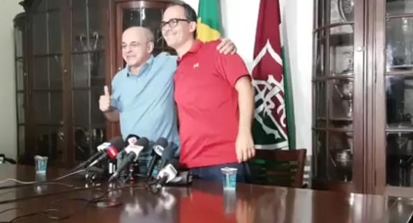 Em campanha pela paz, Bandeira dá entrevista ao lado de presidente do Fluminense