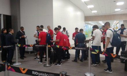 Com quatro zagueiros, Flamengo embarca pro Chile