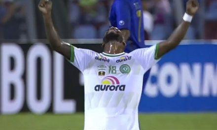 Com gol de emprestado pelo Fla, Chape consegue vitória histórica na Libertadores