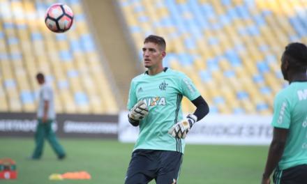 Duas escalações: banco da Libertadores só permite sete jogadores