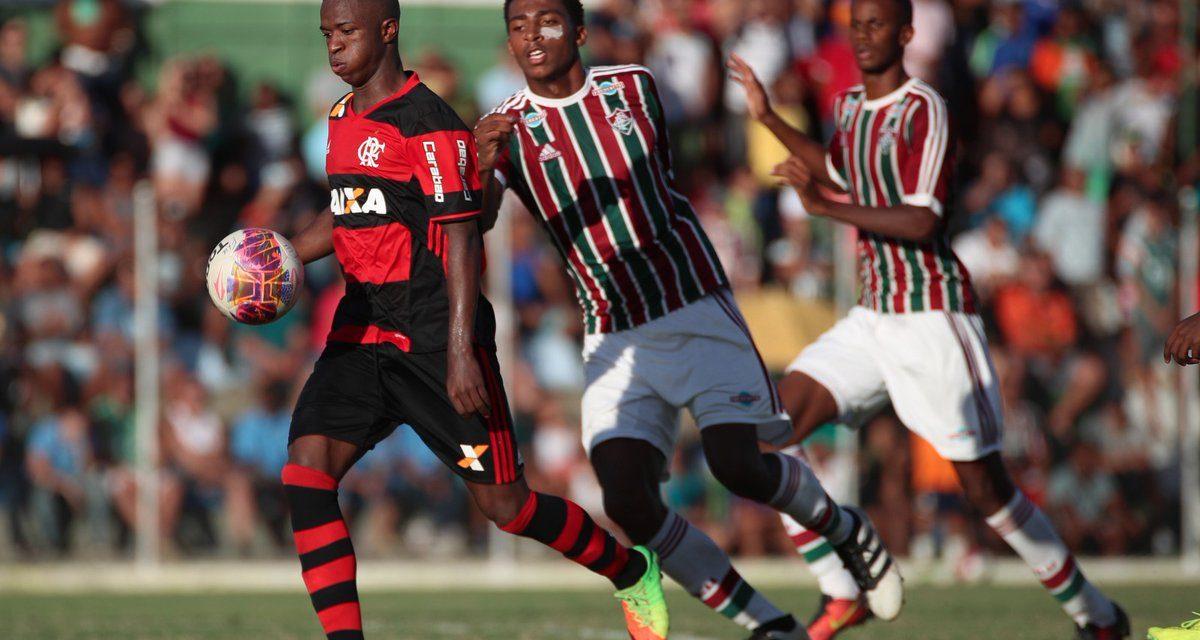 Vinicius Junior brilha e, de virada, Flamengo vence clássico em Xerém