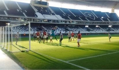 Flamengo busca empate no fim, e segue líder do Carioca Sub-20