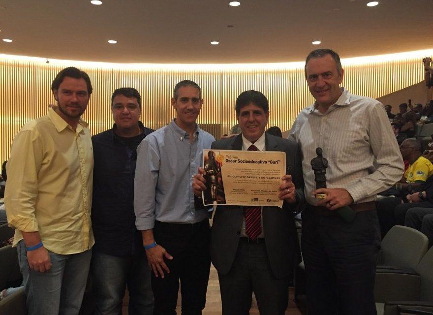 Flamengo recebe prêmio por seu trabalho de responsabilidade social