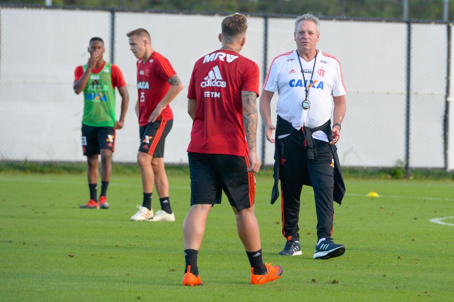 Sem novidade no time titular, Flamengo estreia na Flórida Cup