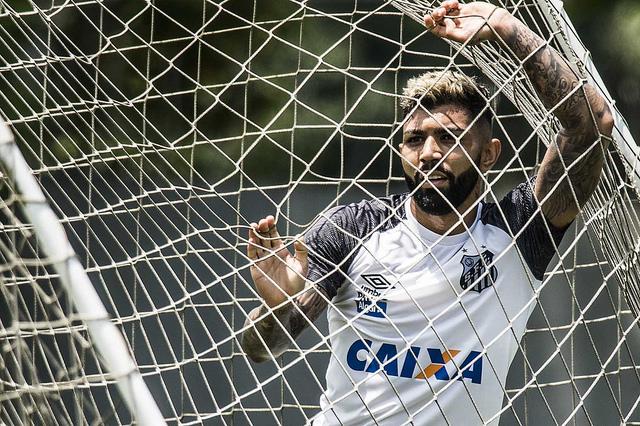 Concorrente do Flamengo por Gabigol, West Ham esbarrou em visto de trabalho; entenda