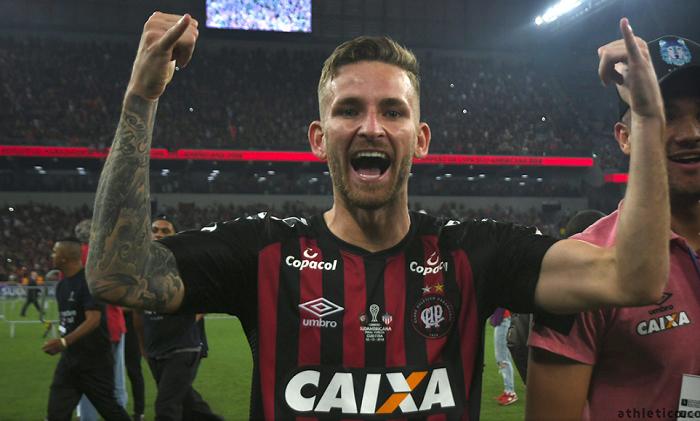 Flamengo desiste de Dedé e mira Léo Pereira, do Athletico Paranaense