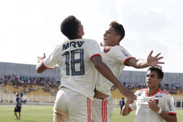Flamengo goleia Jaguariúna e avança para a fase mata-mata da Copa São Paulo