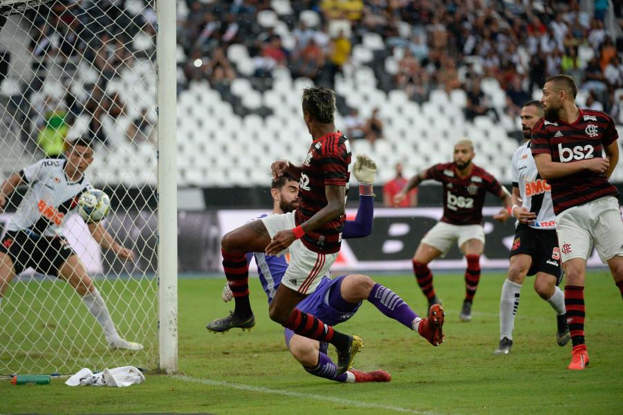 Próximo do título, Flamengo chega a 11 jogos de invencibilidade contra o Vasco