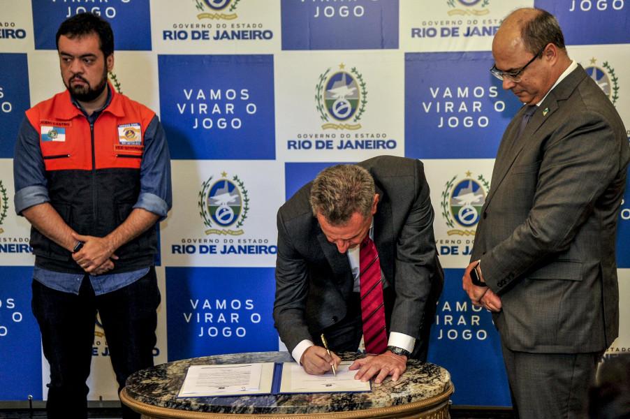 """Maracanã: com acordo oficializado, Witzel critica atitude do Vasco e diz: """"Contrato é com Flamengo"""""""