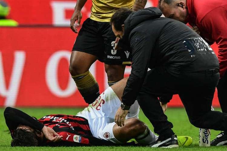 Lucas Paquetá machuca o tornozelo em empate do Milan contra a Udinese, pelo Campeonato Italiano