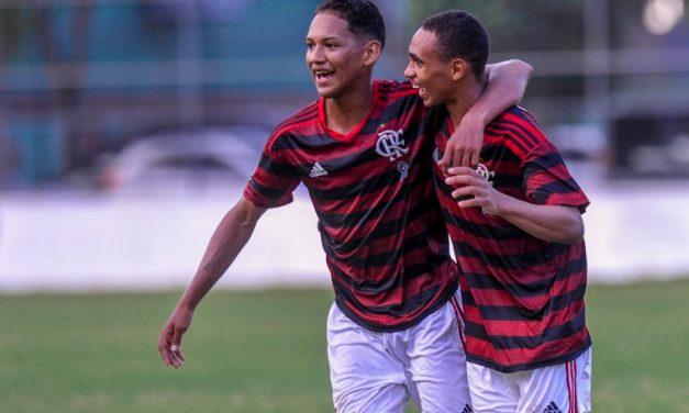 Flamengo busca triunfo contra o Vitória para assumir a liderança isolada