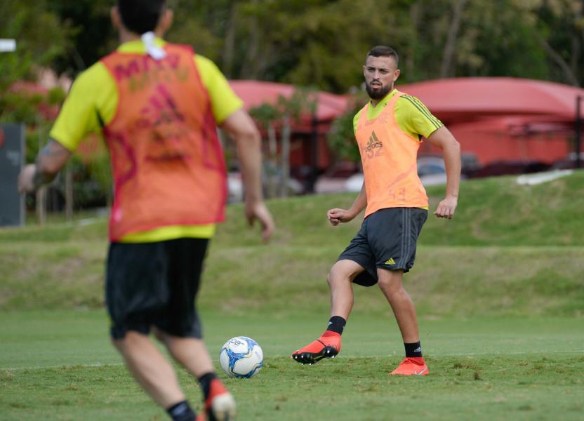 Léo Duarte é dúvida e Rodrigo Caio pode formar dupla com Thuler ou Rhodolfo no domingo