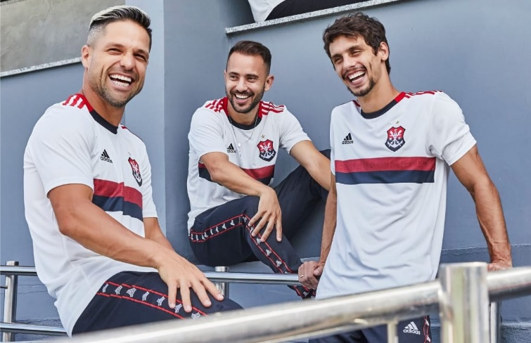 4c8f73bb10 Flamengo lança segundo uniforme com escudo do remo; veja o vídeo de  apresentação