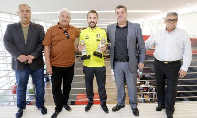 Ferj entrega prêmios da Seleção do Carioca no Ninho do Urubu