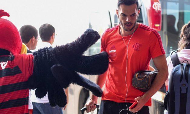 Alvo do Athletico-PR, Rhodolfo só sairá do Flamengo com liberação de Jesus