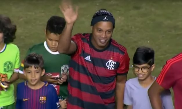 Show de R10, Beto artilheiro e Angelim marcam estreia do Fla na Copa Legends