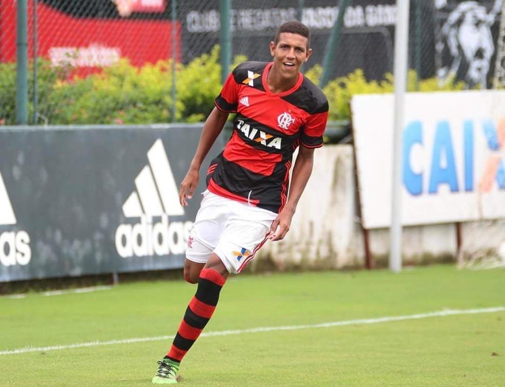 Sem Cuéllar no Flamengo: Vinicius Souza, o Vinição, pode ser usado nos profissionais